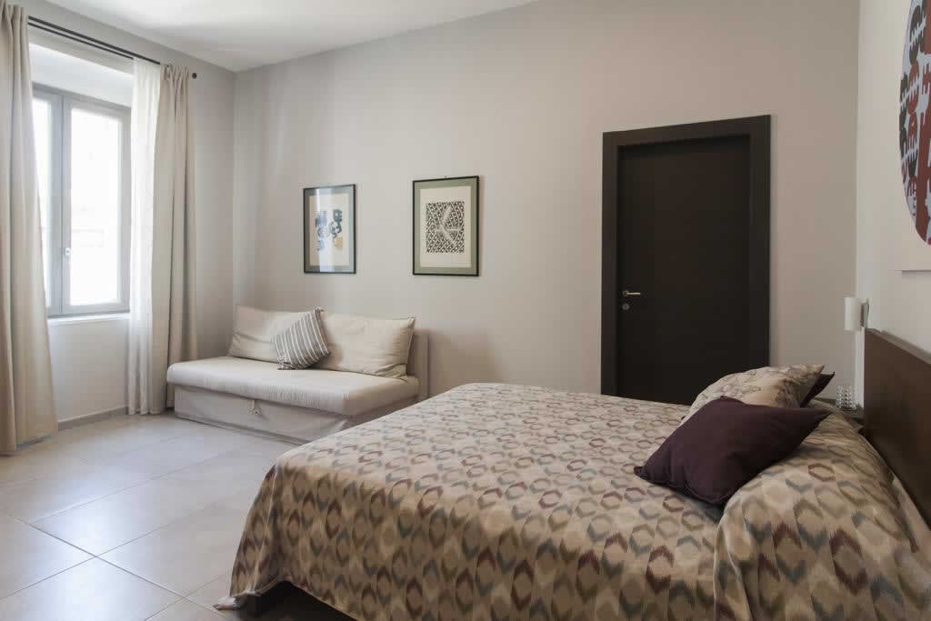accomodation in naples