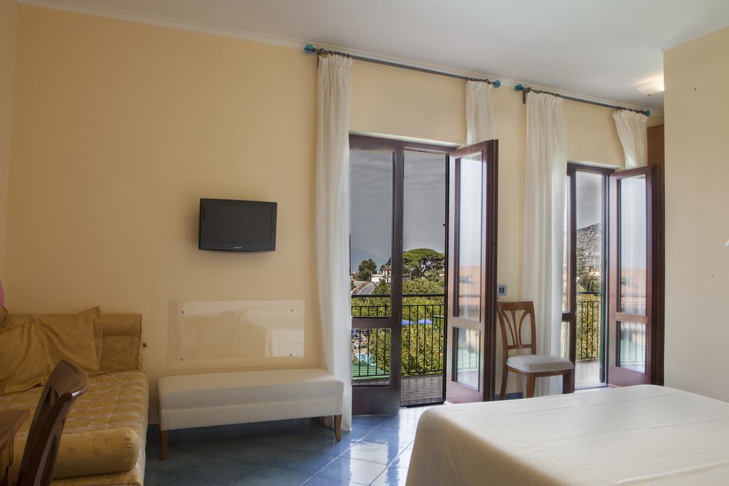 sorrento accommodation with pool